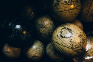 Lingua e Cultura, Oltraggi e Provocazioni